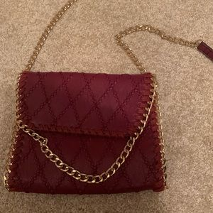 Crossbody bag with gold chain details